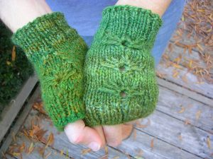 green mitts with textured stitch