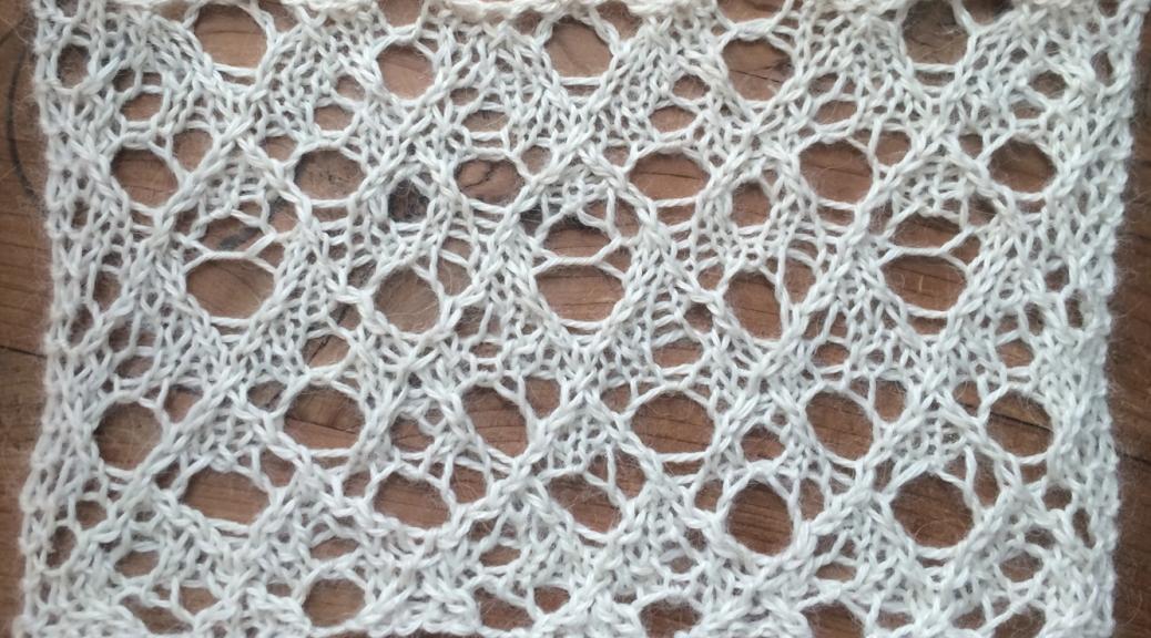 Festive, a free lace knitting stitch pattern, thanks to my backers on Patreon.