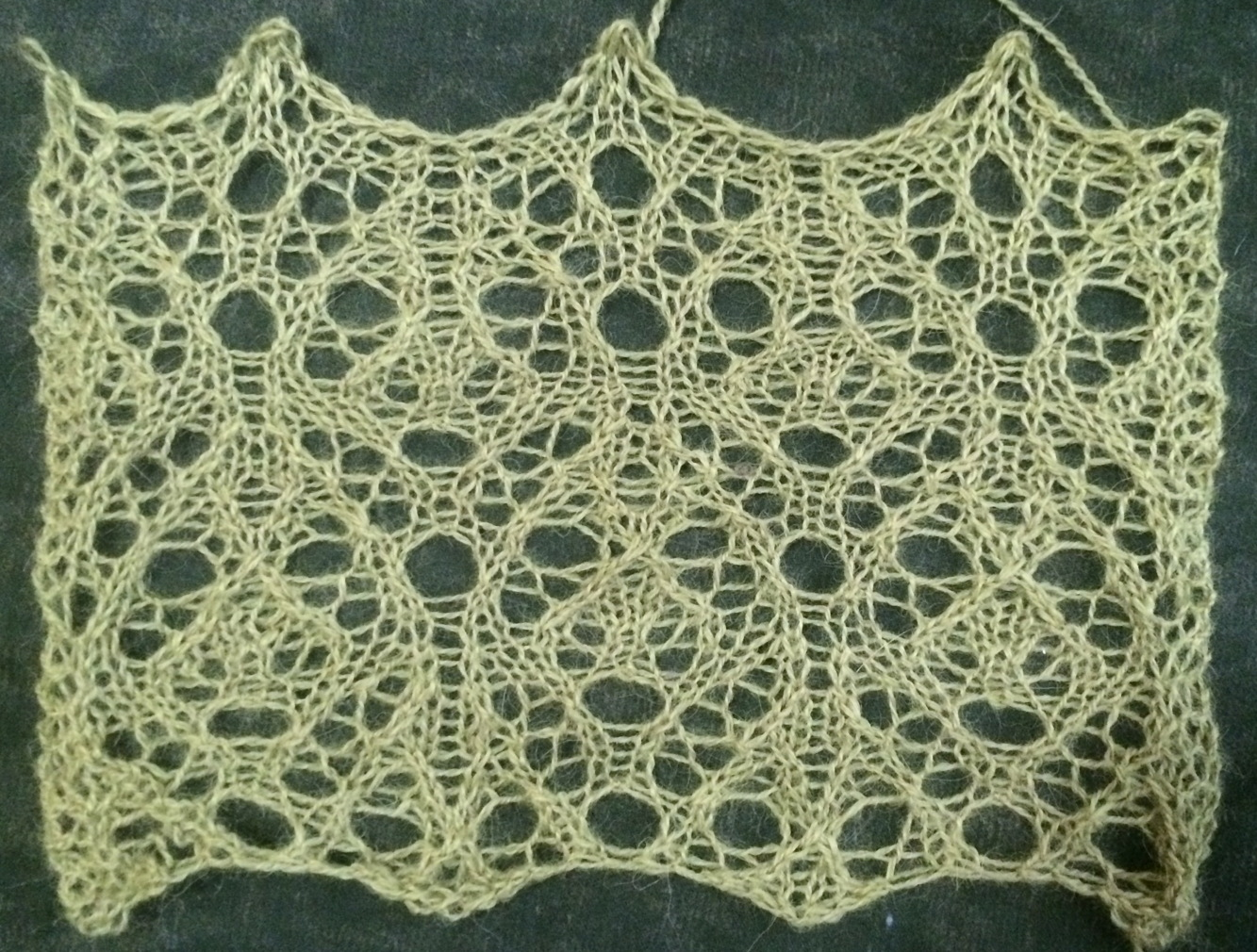 Groundhog: a free lace knitting stitch pattern – String Geekery