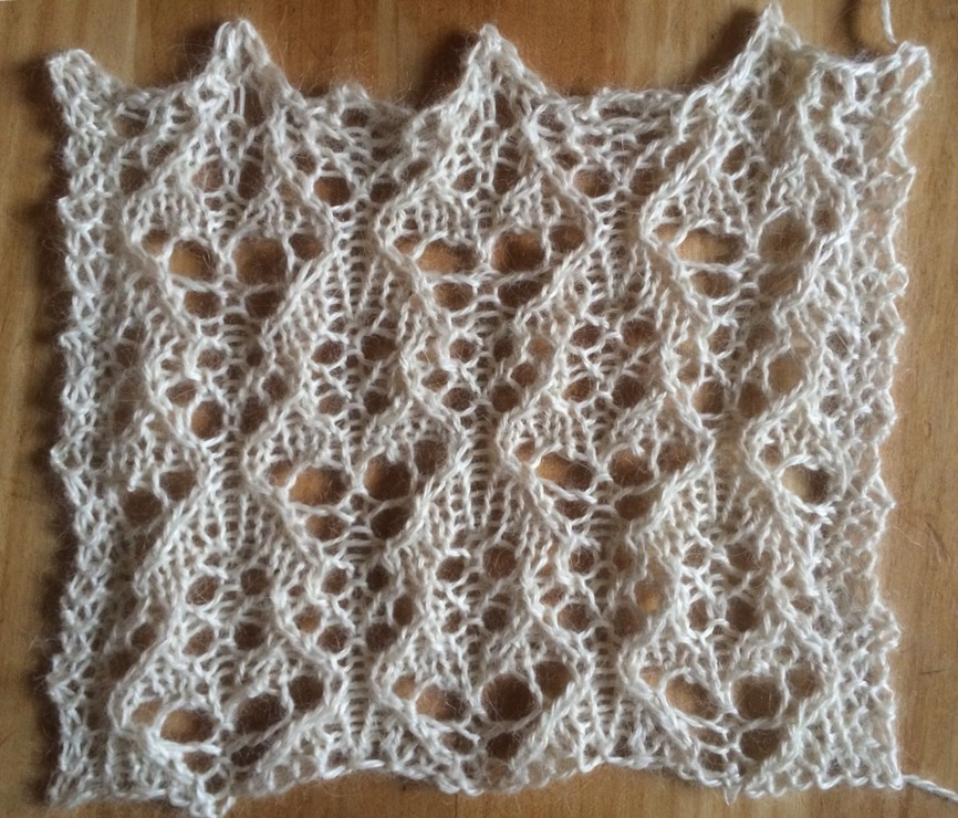 Frost: a free lace knitting stitch pattern   String Geekery