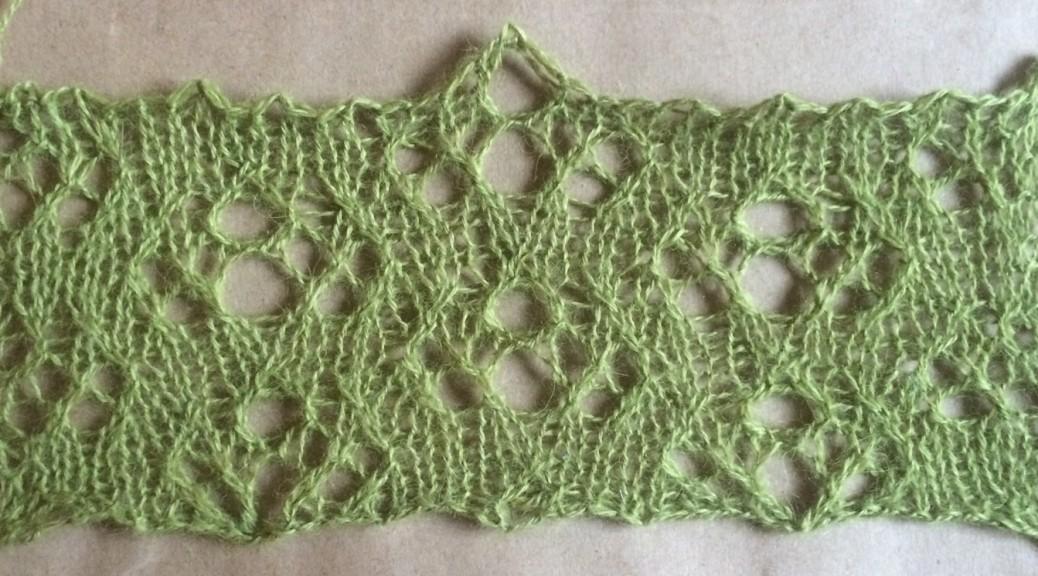 Abbreviated pi: a free lace knitting stitch pattern