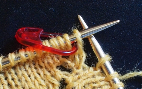 marking KYOKs with stitch markers on the needle.