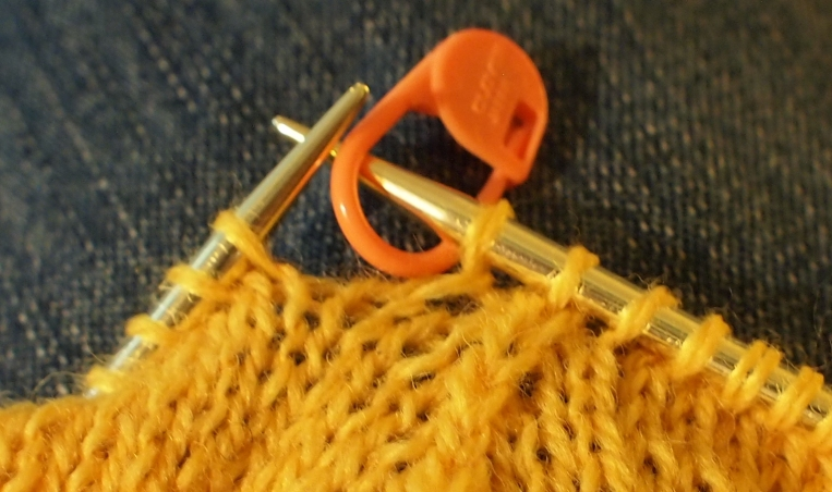 marking a double decrease with a stitch marker on the needle.
