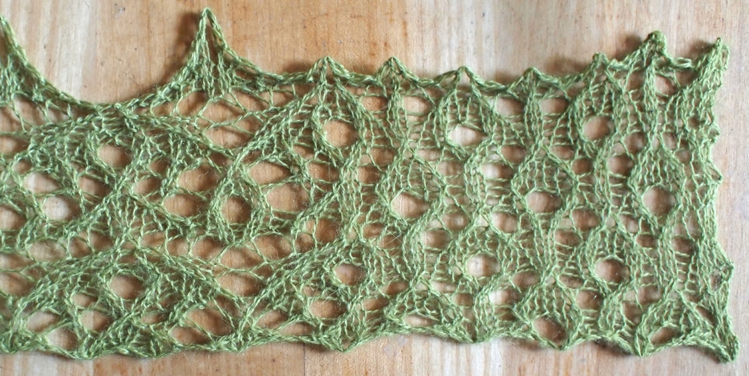 Spark: a free lace knitting stitch to coordinate with wildfire
