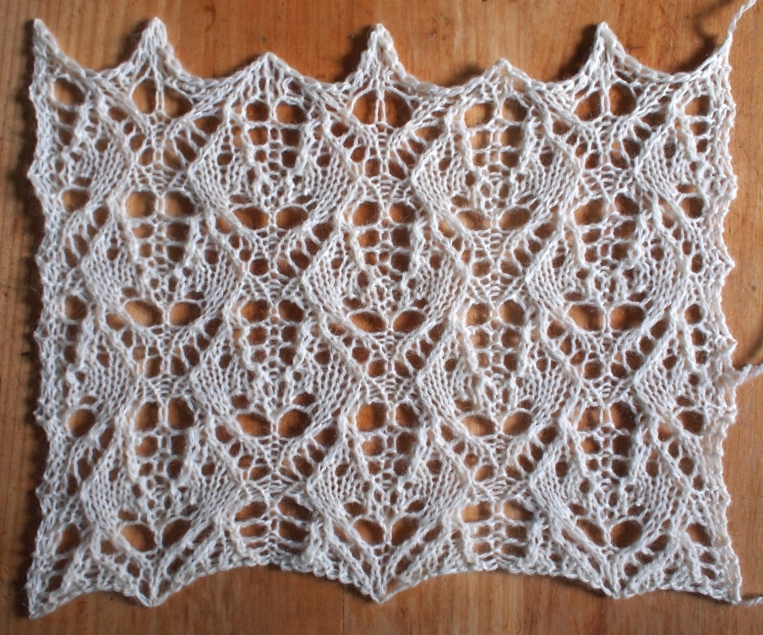 Heatwave: a free lace knitting stitch pattern, by Naomi Parkhurst