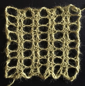 Three row mesh: a free knitting stitch pattern