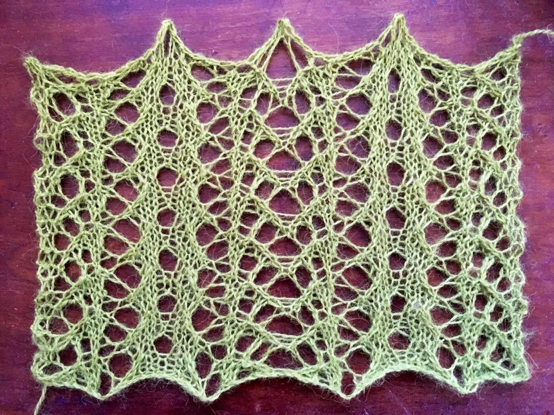 Green: a free lace knitting stitch pattern