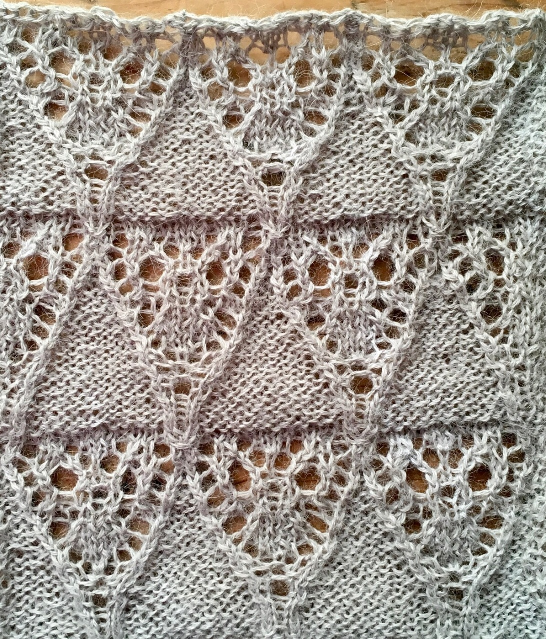 Mountain: a free lace knitting stitch pattern by Naomi Parkhurst