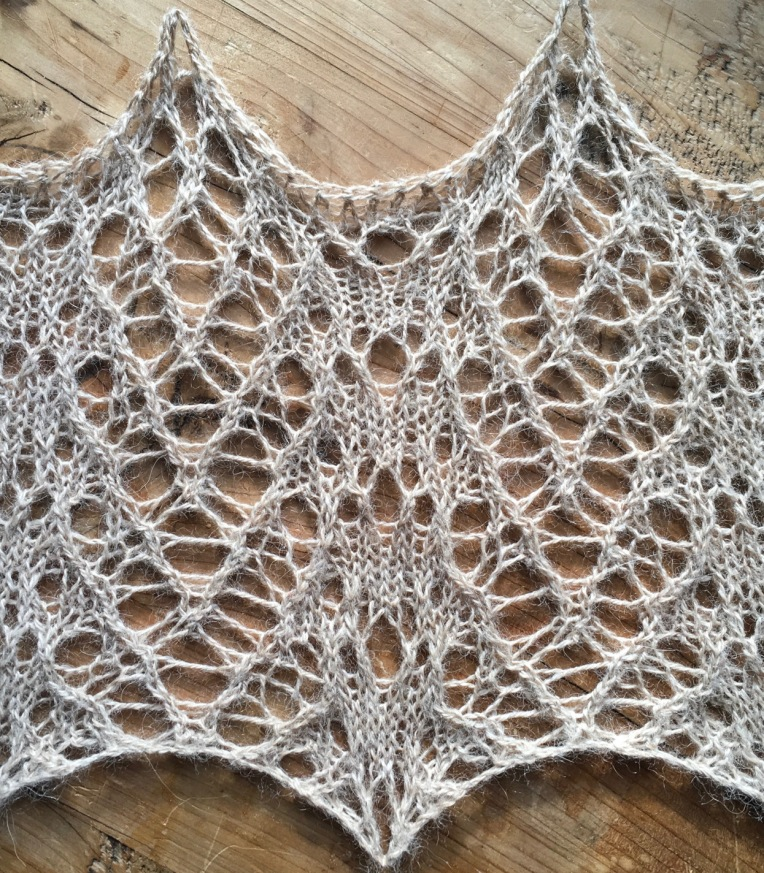 Hedgehog: a free lace knitting stitch pattern