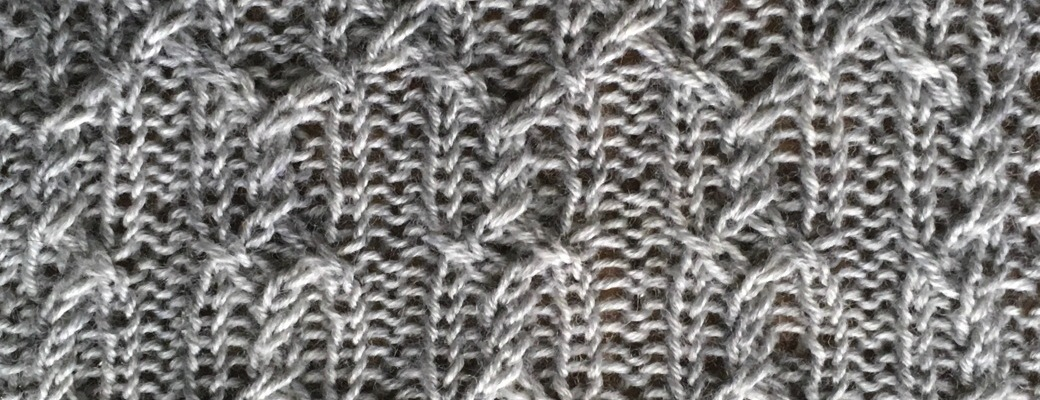 Quip: a free cable knitting stitch pattern, by Naomi Parkhurst