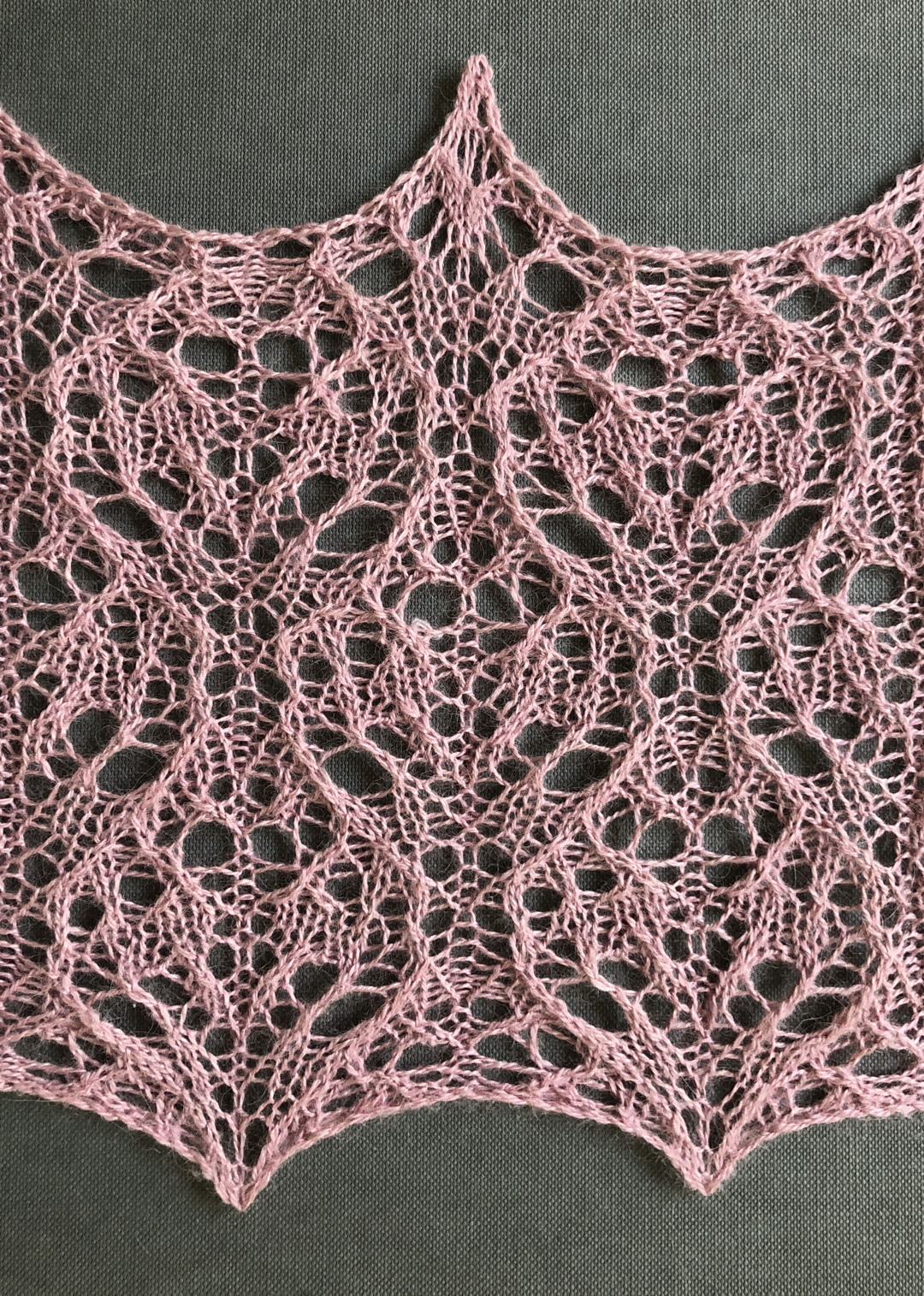 Sweetheart: a free lace knitting stitch pattern, by Naomi Parkhurst