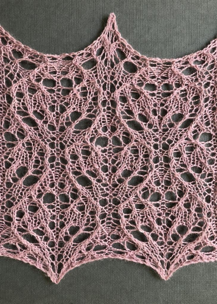 Sweetheart: a free lace knitting stitch pattern, by Naomi Parkhurst