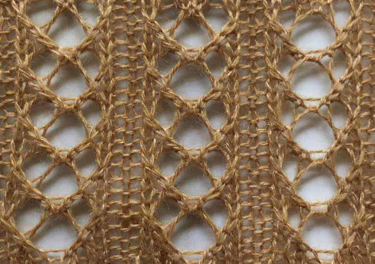 Lace Crescent Rib: a free lace knitting stitch pattern, by Naomi Parkhurst
