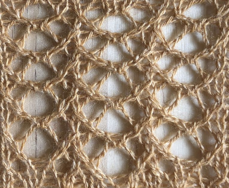 Lace crescents version 2: a free lace knitting stitch pattern, by Naomi Parkhurst