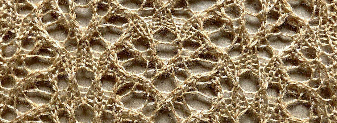 Bees: a lace knitting stitch pattern, by Naomi Parkhurst