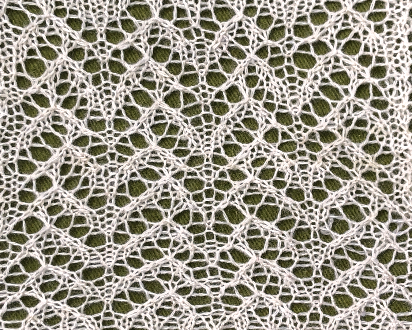Bergamot excerpt: a free lace knitting stitch pattern, by Naomi Parkhurst (photo)
