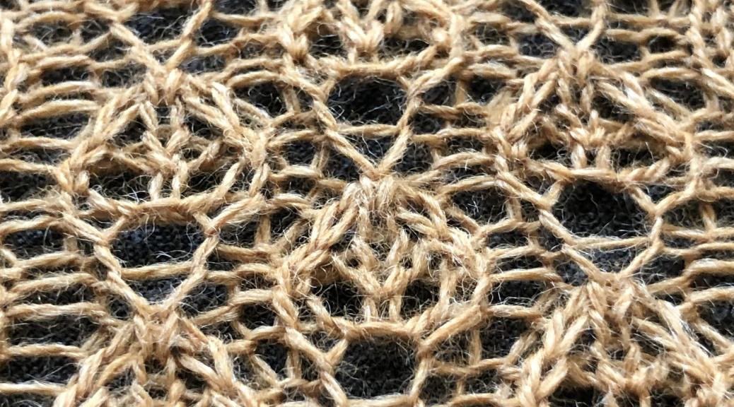 cariad leaf: a free lace knitting stitch pattern, by Naomi Parkhurst