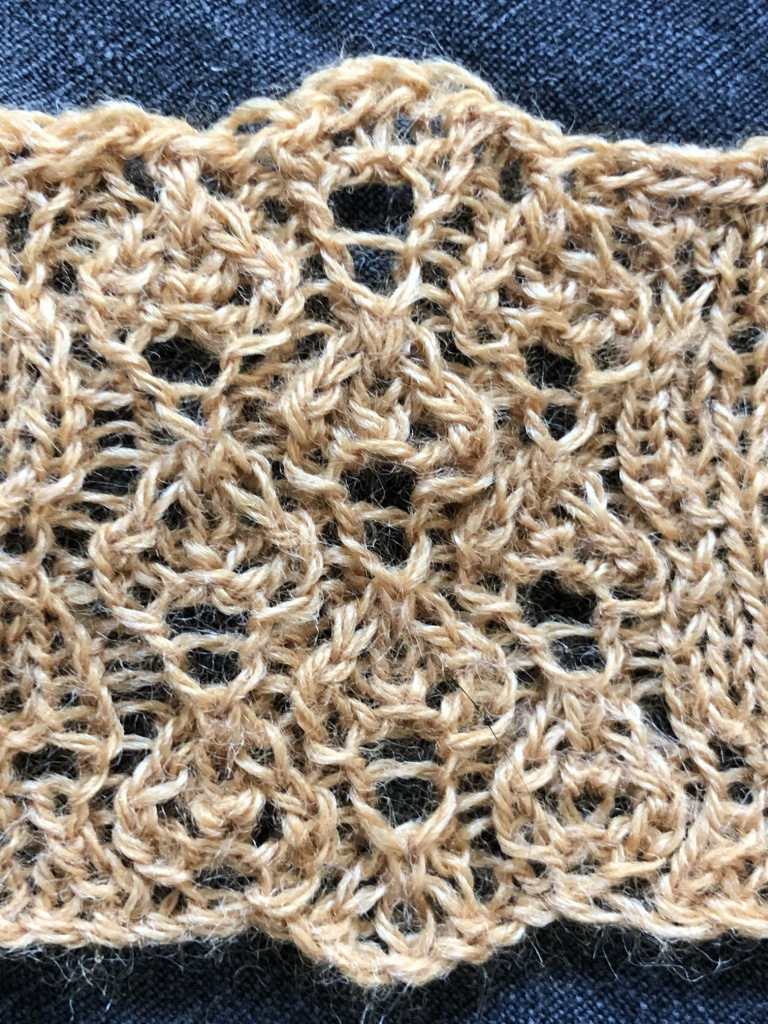 cariad leaf: a free lace knitting stitch pattern, by Naomi Parkhurst