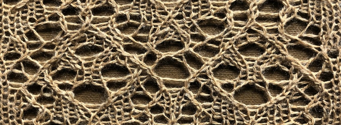 Moonrise: a lace knitting stitch pattern, by Naomi Parkhurst